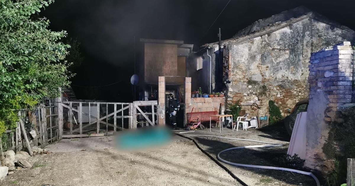 Civitella del Tronto appiccato incendio nell'abitazione