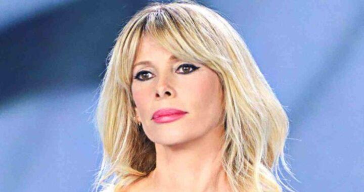 Alessia Marcuzzi pensierosa