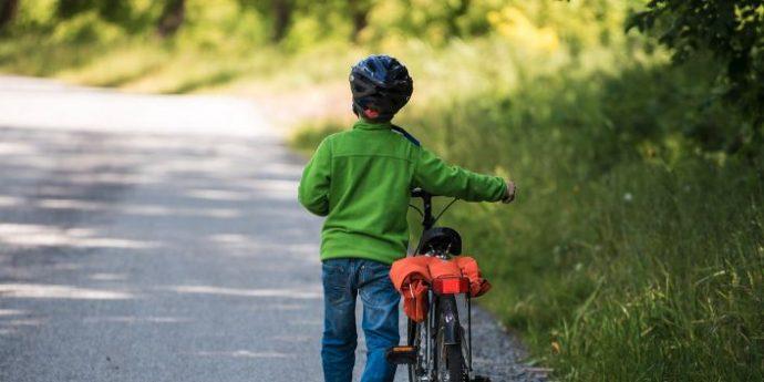 Ferito all'inguine mentre va in bicicletta