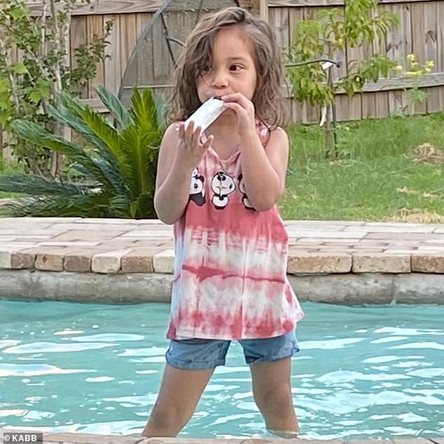 bimba annega in piscina