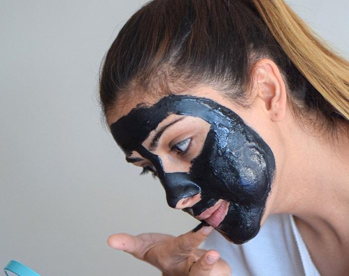 Black mask casalinga