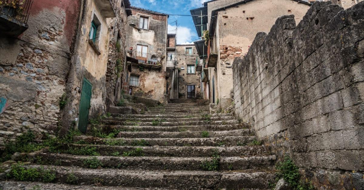 Cinquefrondi un borgo che vende le case a 1 euro