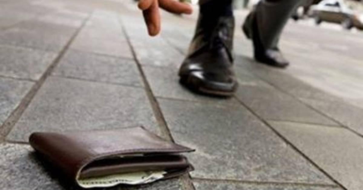 portafoglio trovato per terra
