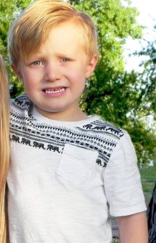 Lasciato in macchina a 5 anni: bambino morto
