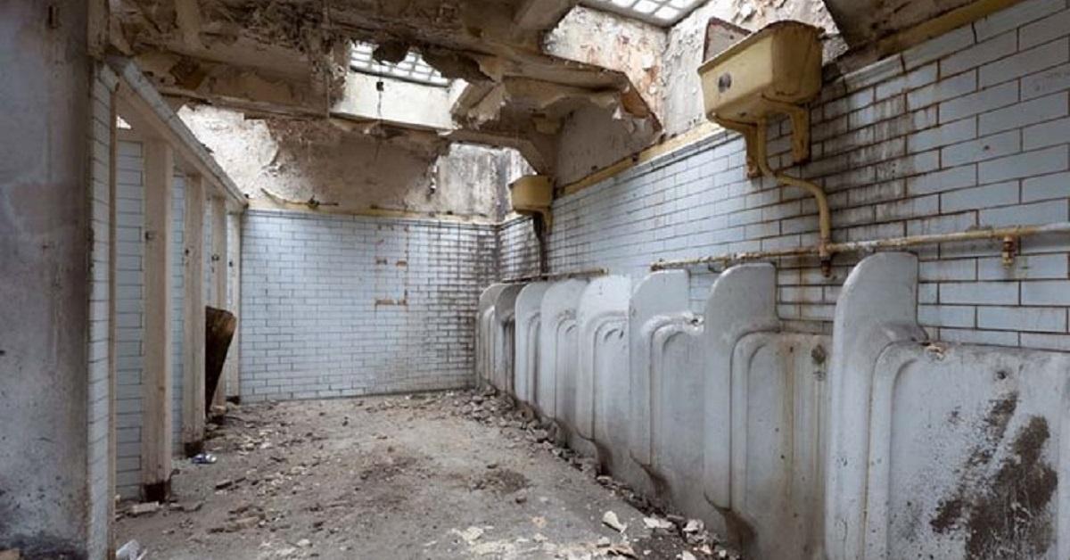 Laura Clark: bagno pubblico diventa appartamento