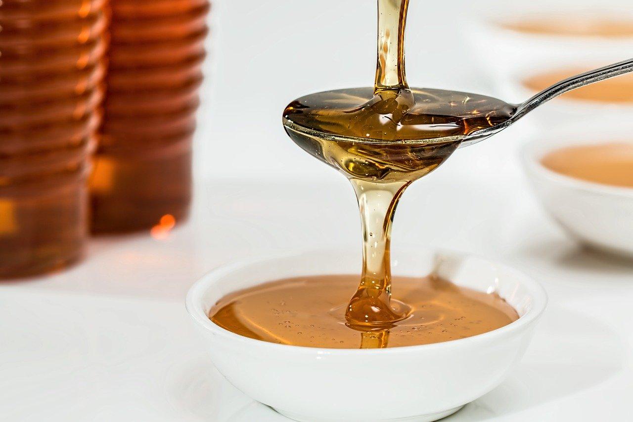 miele nel cucchiaino