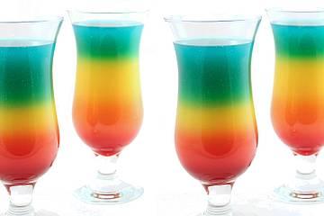 Rainbow cocktail: come fare il drink perfetto per il mese del Pride