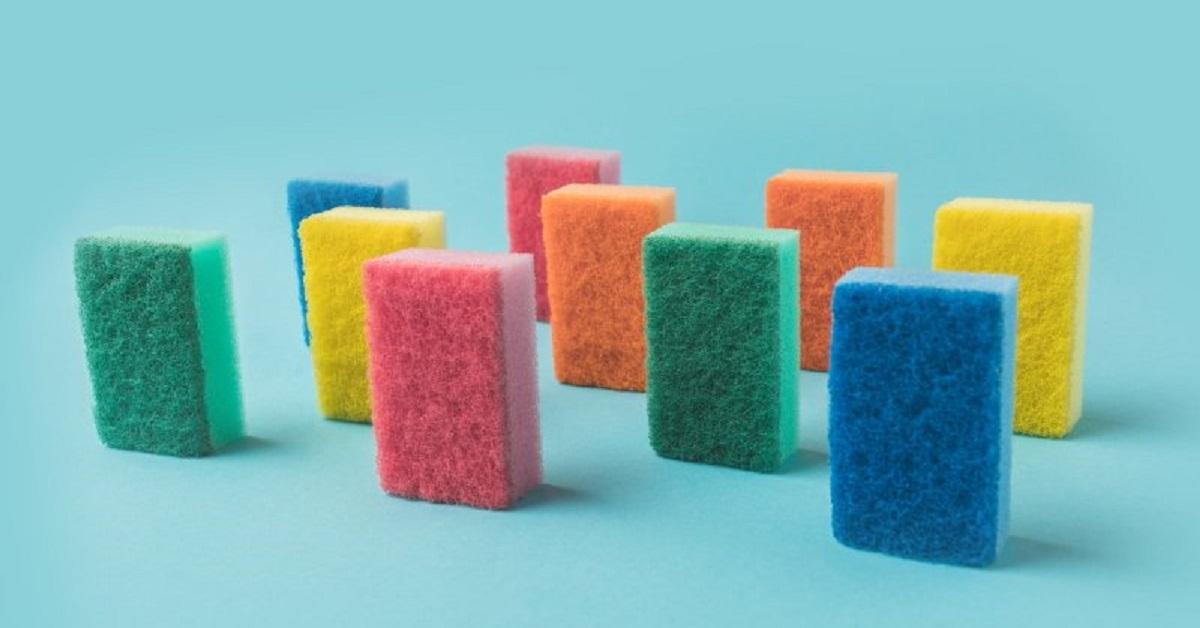 Spugne per lavare i piatti: il significato dei colori