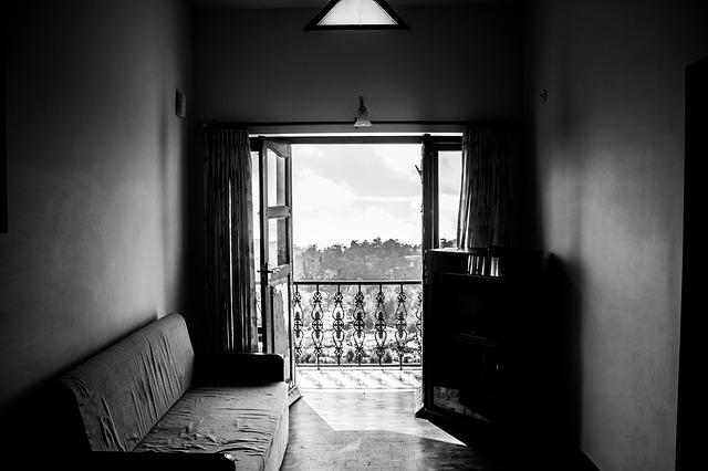 Balcone di casa al quarto piano