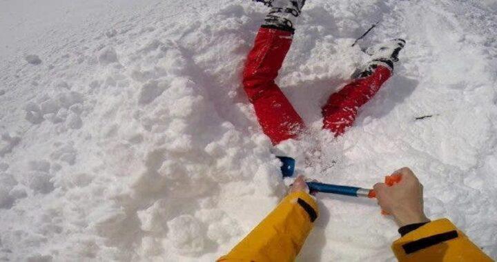 donna incastrata nella neve