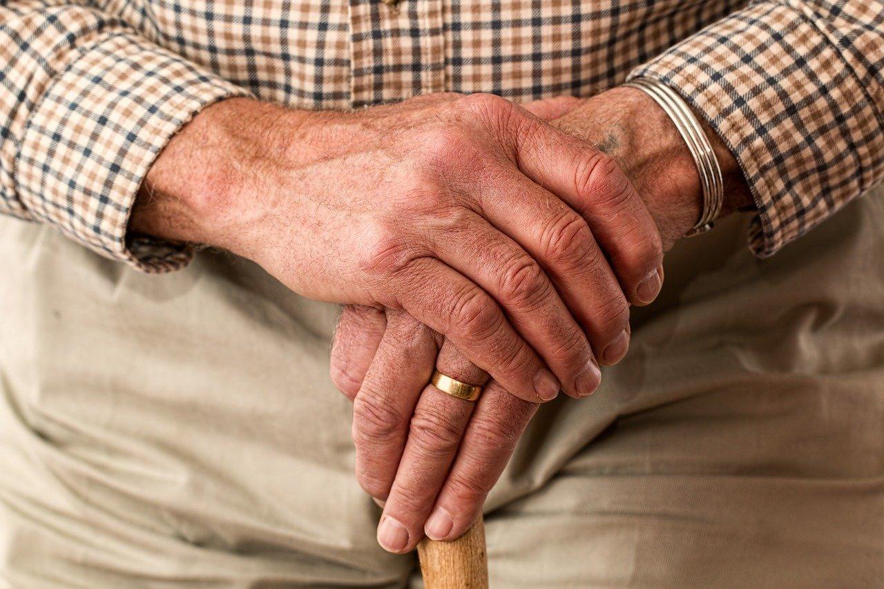 Anziano morto in casa da solo