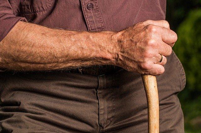 Anziani che vivono da soli