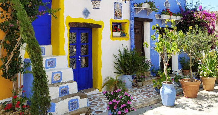 C'è un posto magico ispirato a Gaudì vicino Palermo: ecco Borgo Parrini