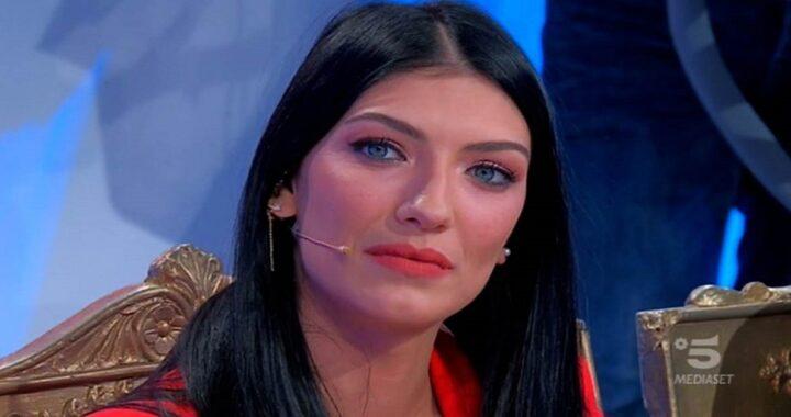Giovanna Abate è stata avvistata a Capri con un uomo misterioso