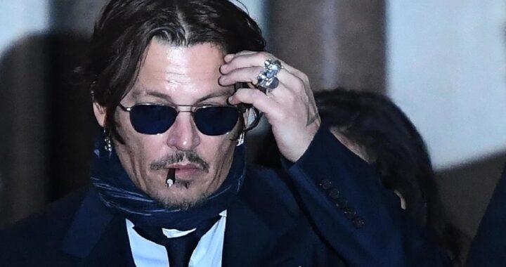 """Johnny Depp risponde alle accuse dell'ex moglie: """"Ha defecato nel nostro letto"""""""
