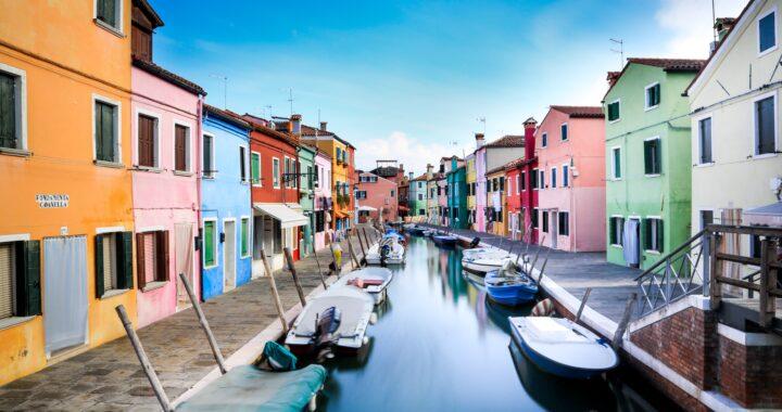 Cromie e bellezza, questa è la coloratissima Isola di Burano