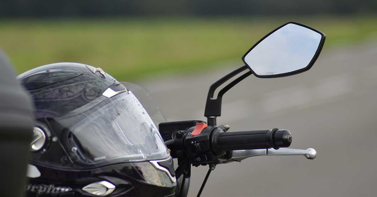 Motociclista di 21 anni morto
