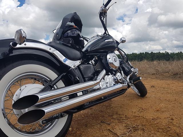Motociclista morto in strada