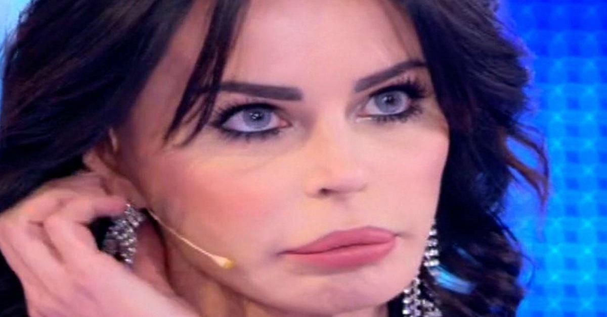 Nina Moric lontana dal gossip