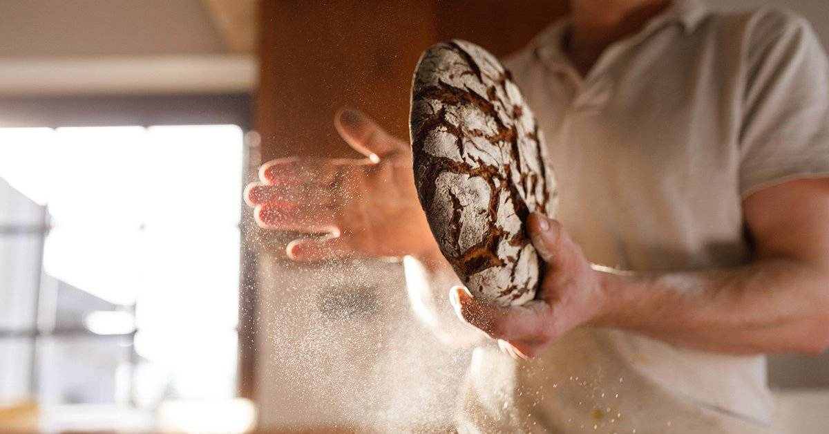 pane capovolto a tavola