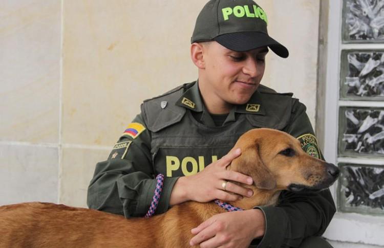 Il poliziotto Jonny Cabuya González