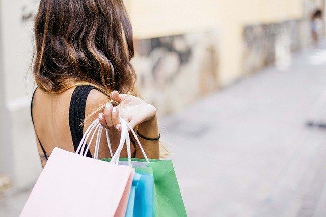 Fare shopping con i saldi