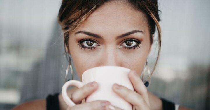 tingere-sopracciglia.con-caffè