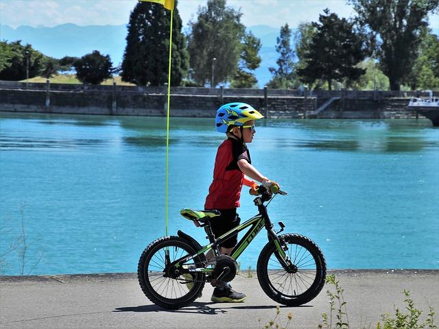 Giro in bici con casco