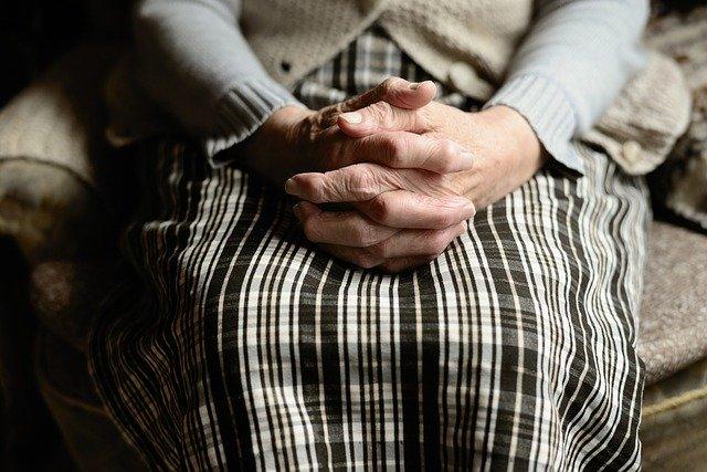 Nonna Anna aspetta la spesa