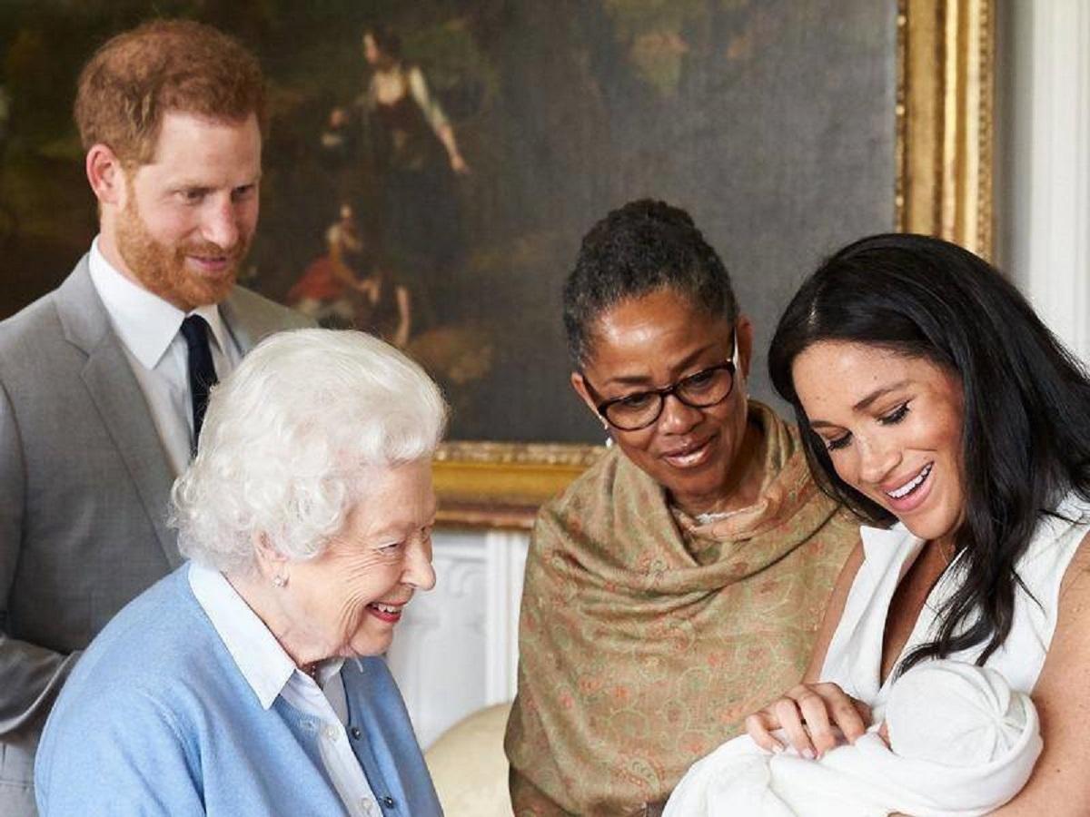 La regina Elisabetta conosce il nipote Archie