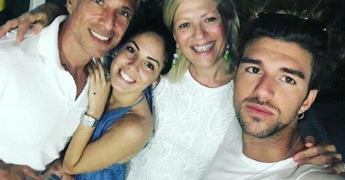 Giulia De Lellis e la foto su Instagram dell'abito bianco