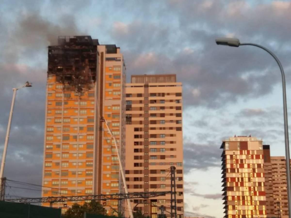 domato l'incendio nel grattacielo