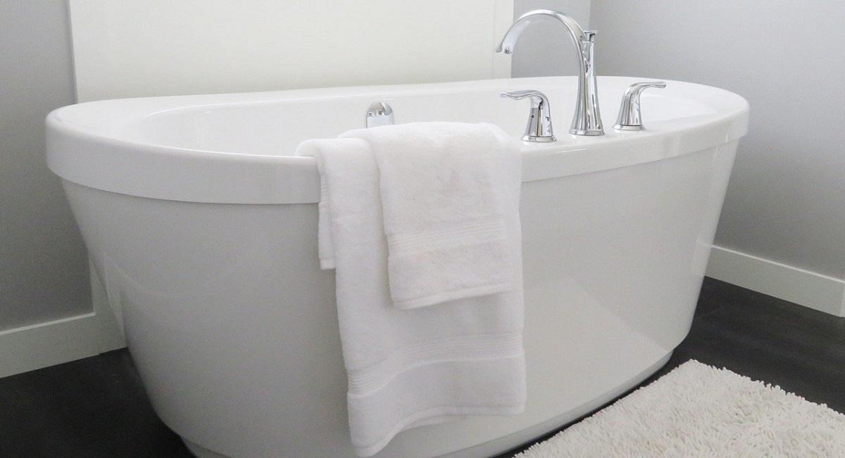 pulire la vasca da bagno