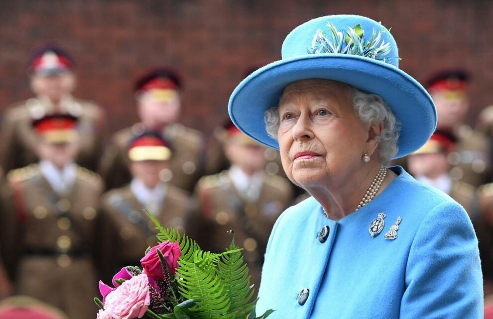 La regola della Regina Elisabetta per scendere dall'aereo