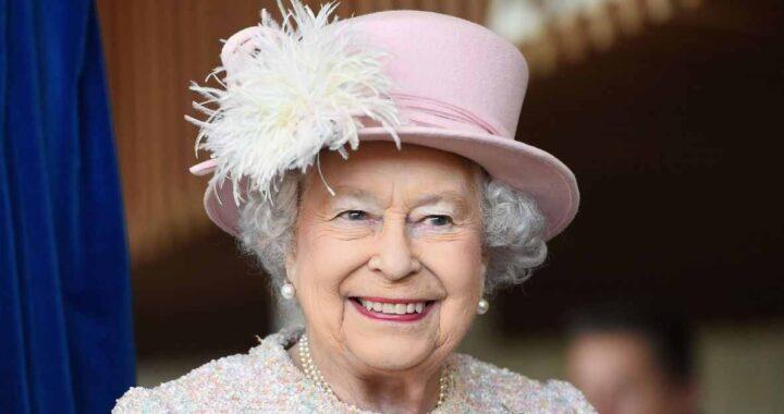 Regina Elisabetta cappello rosa