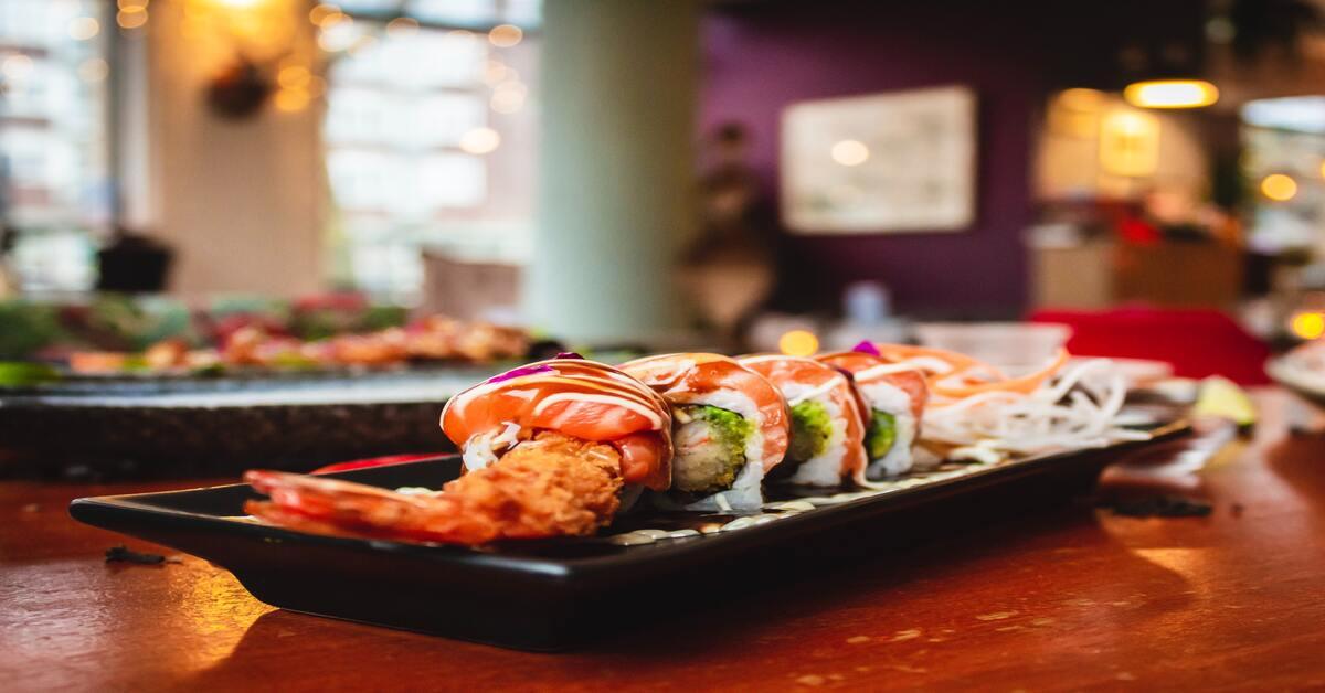 Uramaki con gambero in tempura