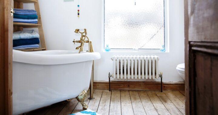 Come pulire la vasca da bagno, i trucchi per renderla più bianca che mai