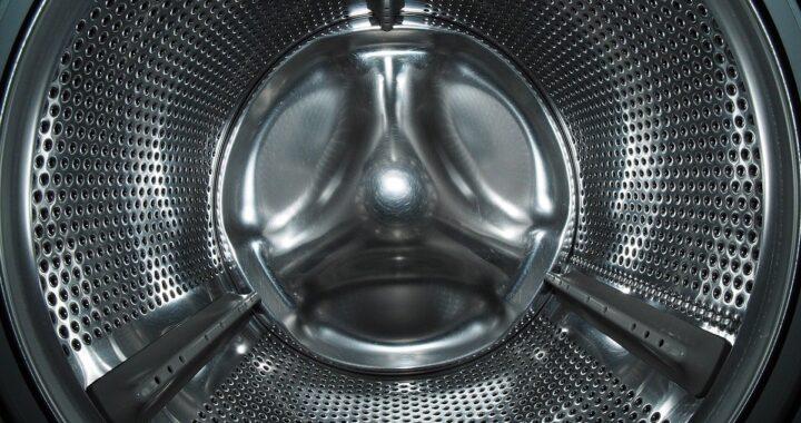 Come eliminare il cattivo odore della lavatrice? Pulizia e trucchi utili