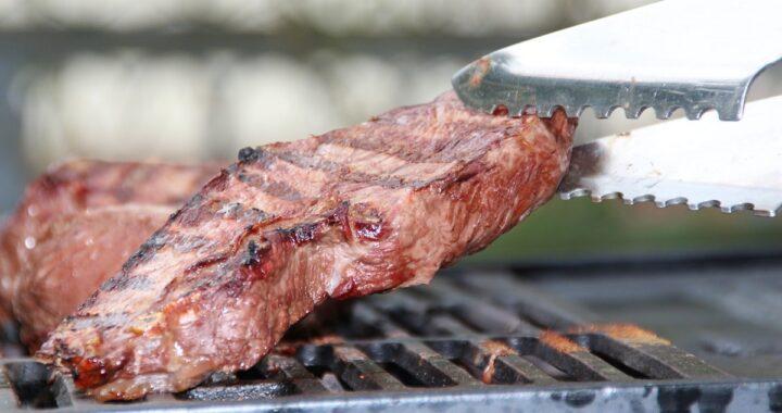 Come pulire il barbecue: attenzioni, trucchi e consigli per farlo risplendere