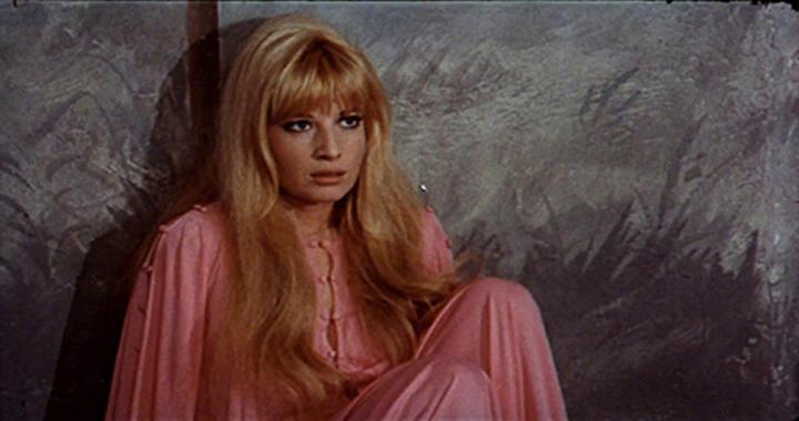 Monica Vitti vestito rosa