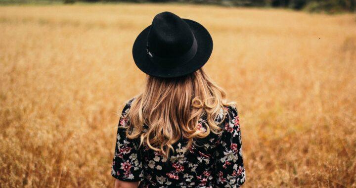 Cappelli donna: quali sono, quando si indossano e come si abbinano