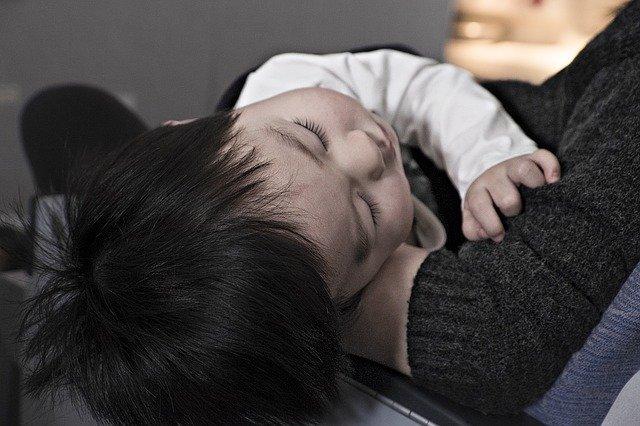 Mandare i bimbi a letto presto