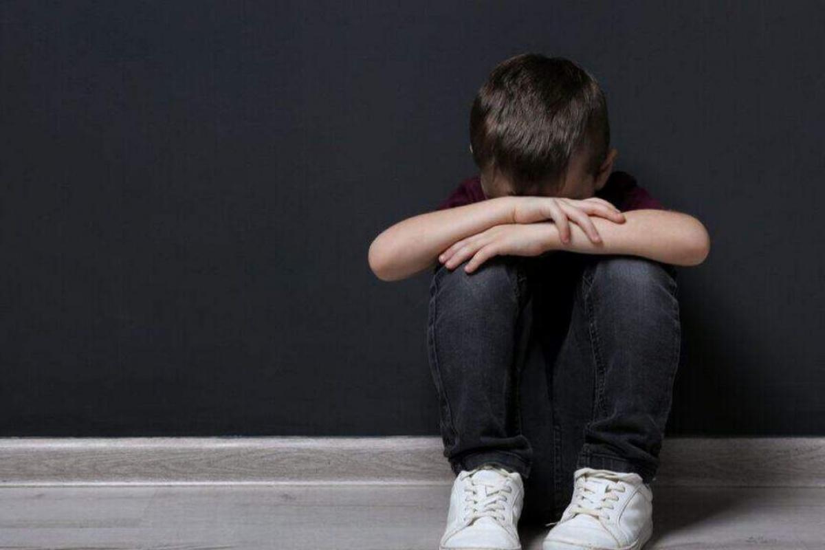 bambino suicidato