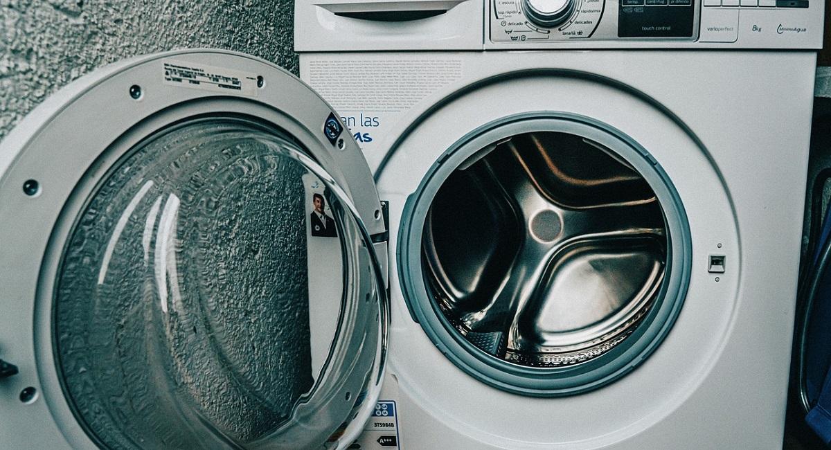eliminare il cattivo odore della lavatrice