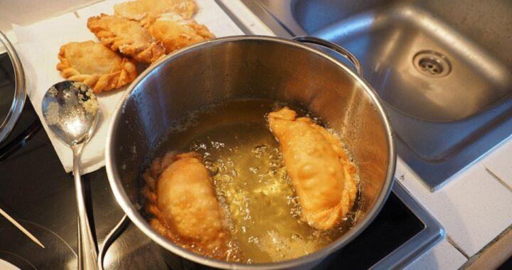 Come eliminare l'odore di fritto dalla cucina e dalle altre stanze in poche mosse