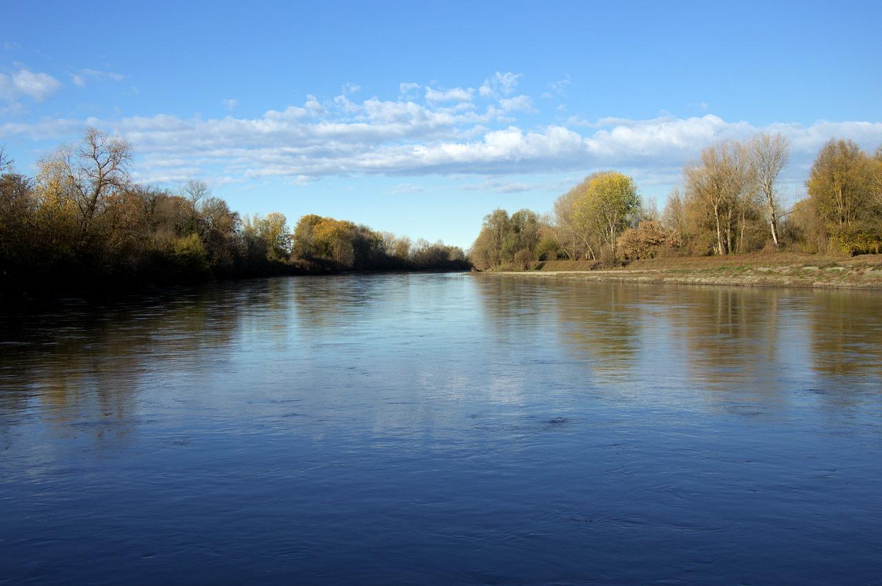 Tuffarsi nelle acque del fiume
