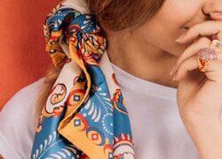 come indossare una sciarpa di seta