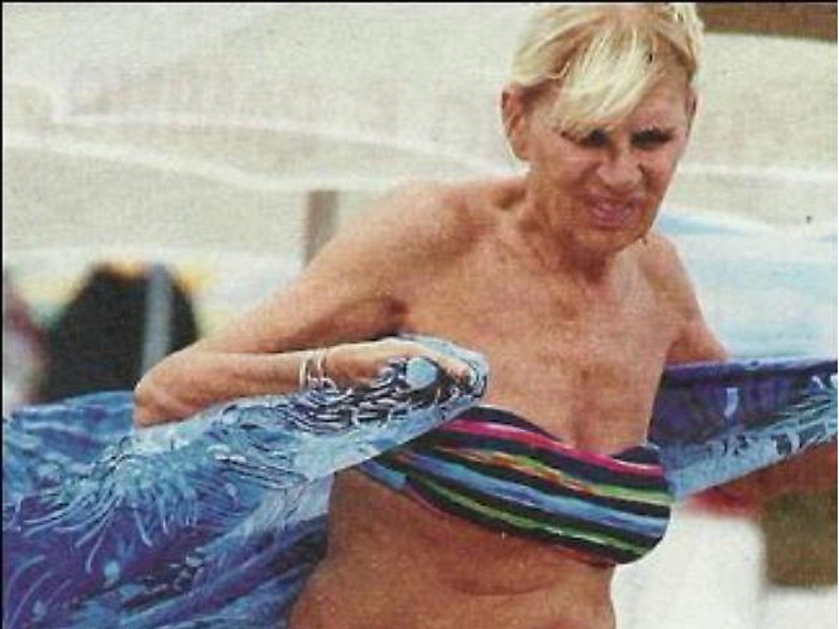 Gemma Galgani in bikini