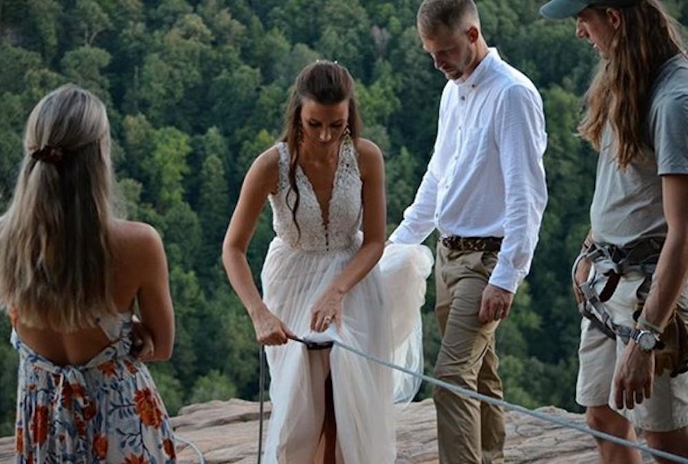 La sposa legata con una fune