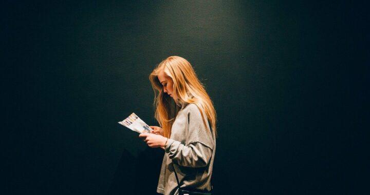 Ragazze elettriche, il libro distopico che fa focus sul potere femminile